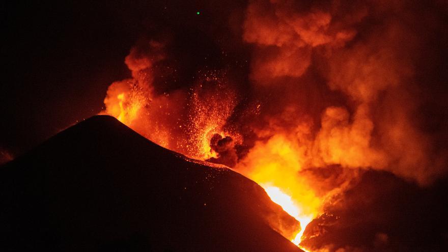 Burlan los controles de seguridad del volcán de La Palma y presumen de ello en las redes sociales