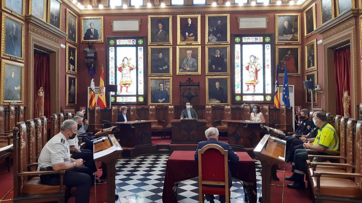 La reunión ha tenido lugar en el salón de plenos de Cort.