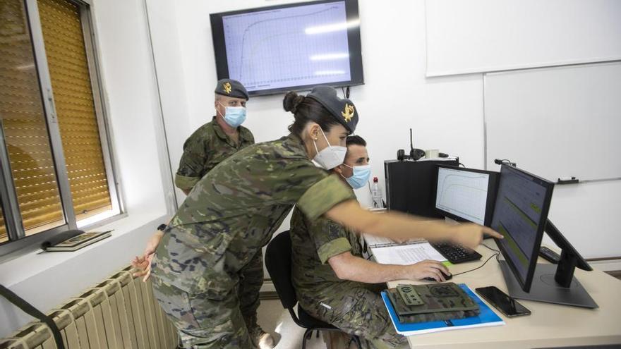 Así trabajan los rastreadores del Covid del ejército en el cuartel del Cabo Noval