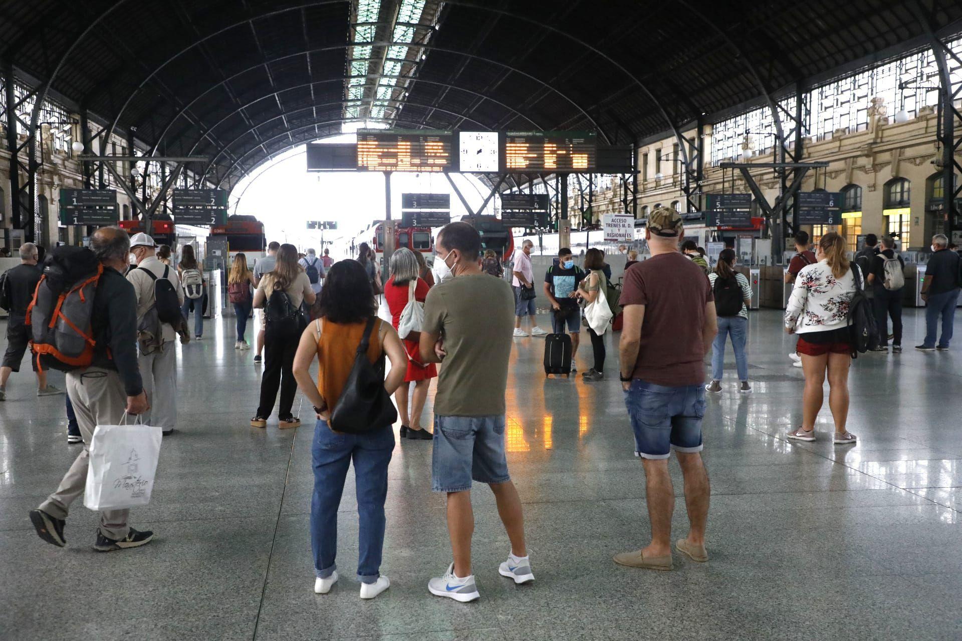 Huelga de Renfe: primeros trenes cancelados en València