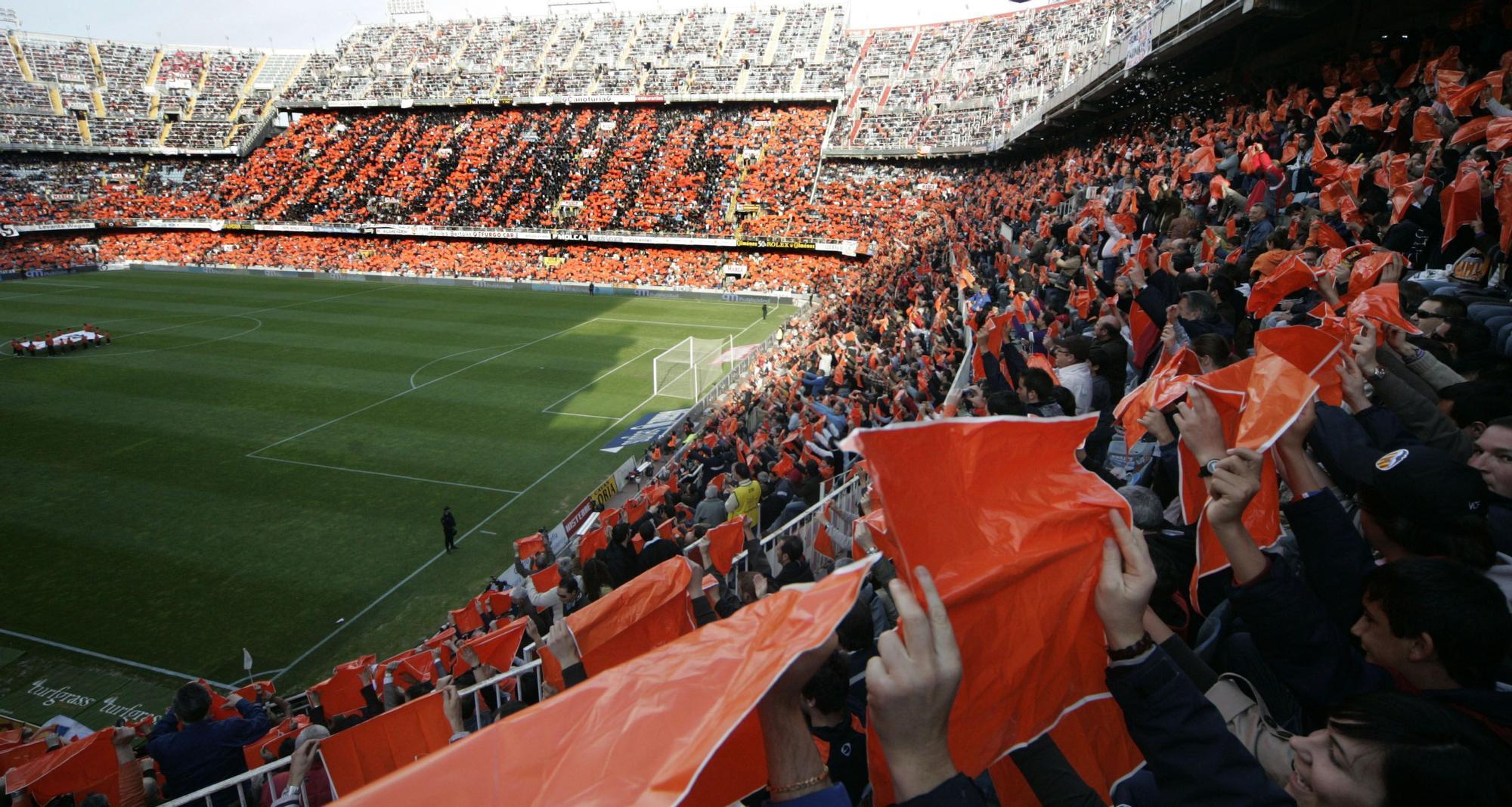 Históricos momentos mágicos de la grada de  Mestalla que pronto volverán
