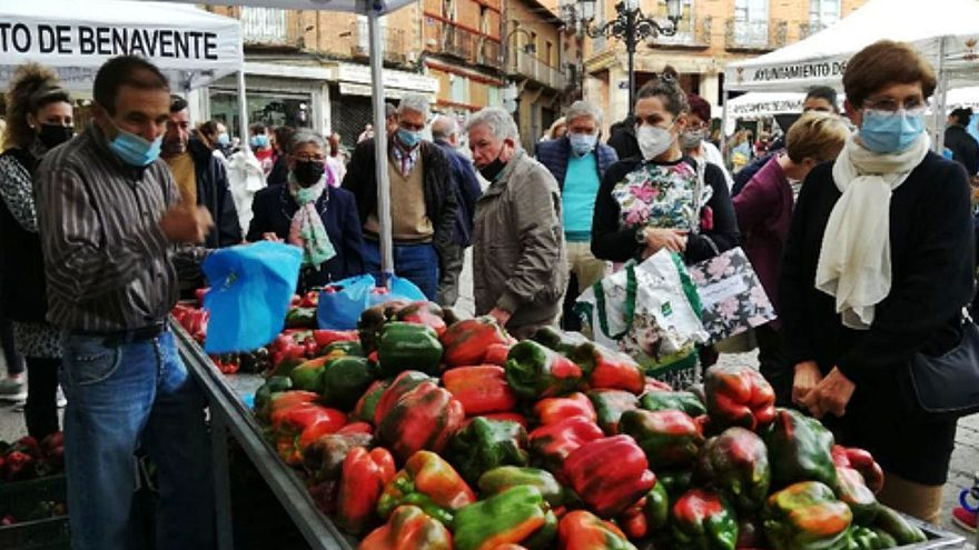 Los benaventanos y visitantes se vuelcan con la Feria del Pimiento de Benavente