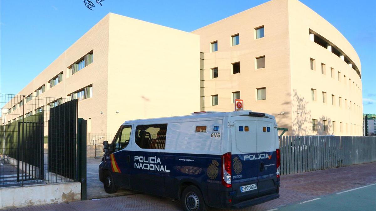 Los detenidos fueron trasladados el lunes ante la autoridad judicial desde la comisaría de Castellón.