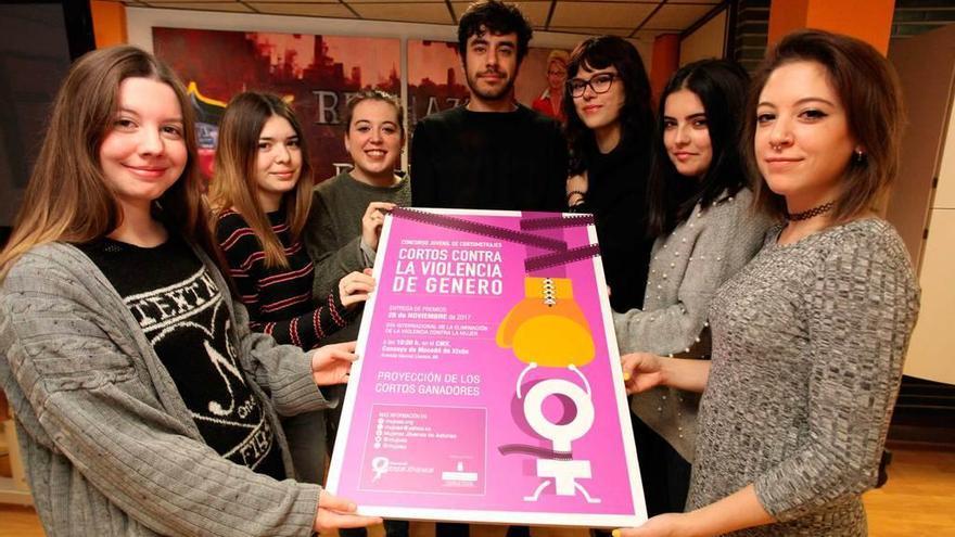Trío de ganadores de cortos contra la violencia de género