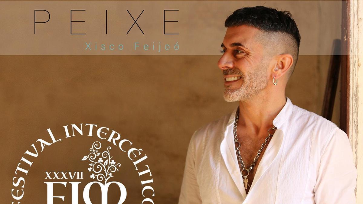 El músico Xisco Feijoó con la portada de su primer disco.