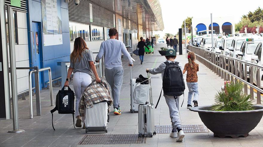 El veto del Reino Unido retrasa hasta junio el inicio de la temporada en Ibiza