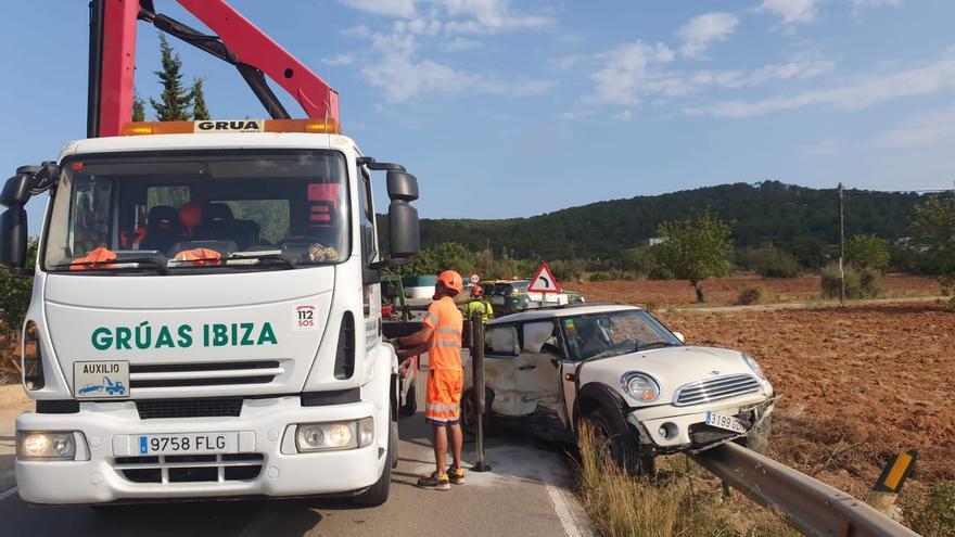 Varios heridos en un choque entre dos vehículos en Ibiza