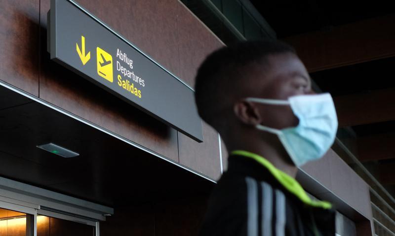Menores migrantes son trasladados a un centro de Cataluña