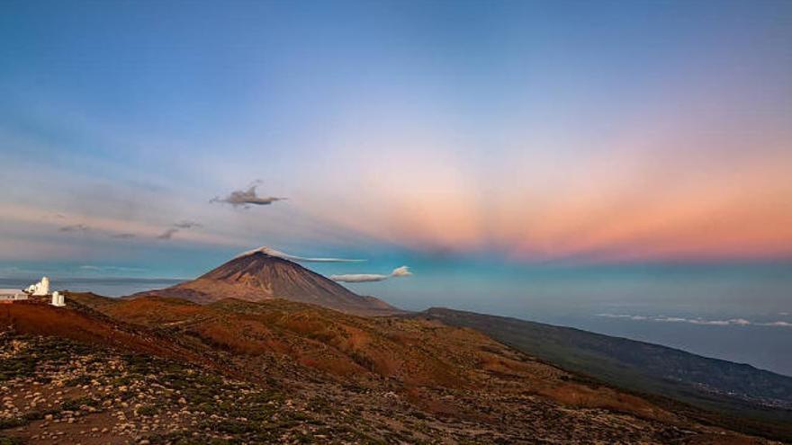 Una reciente medición oficial sitúa la altitud del Teide en 3.715 metros