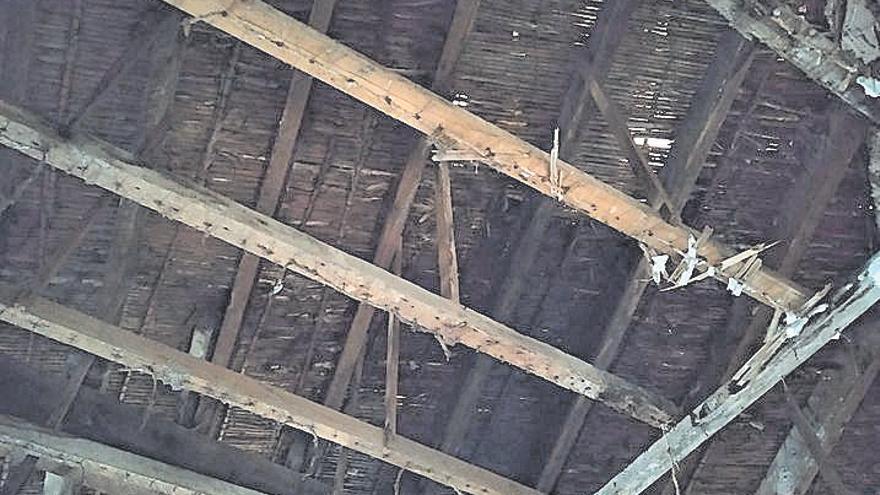 Se hunde el tejado del cuartel de 1886 de Gata