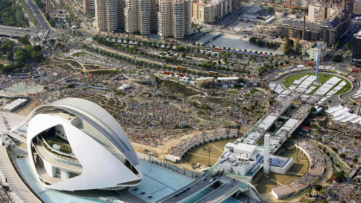 Vista aérea del V Encuentro Mundial de las Familias en la Ciudad de las Artes y las Ciencias en València