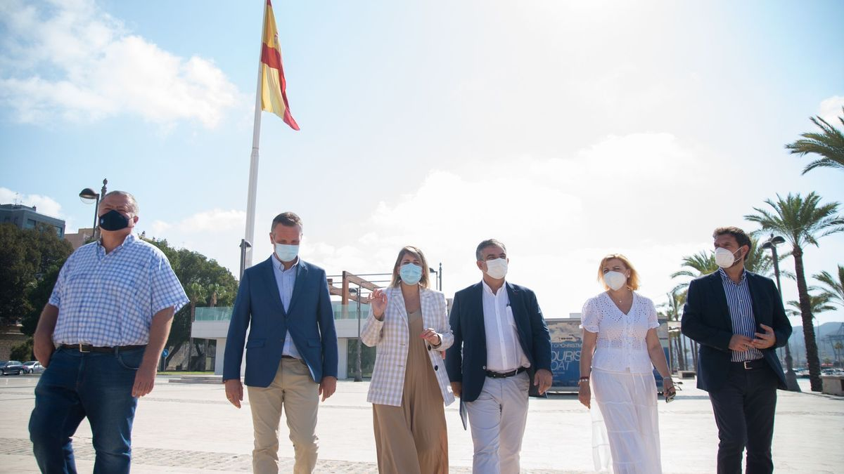 Senadores y diputados populares junto a la alcaldesa de Cartagena.