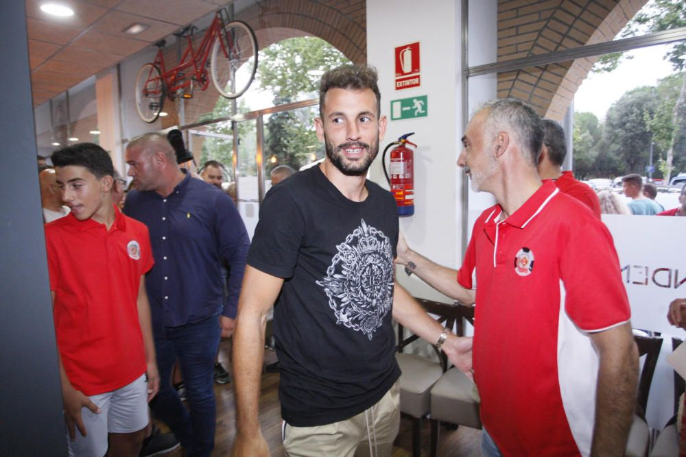 Stuani va rebre un homenatge per part de la Penya Gironina