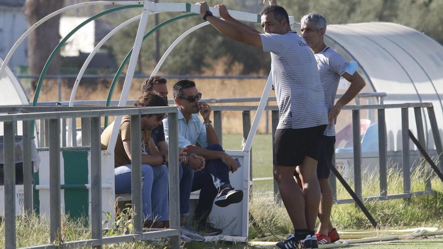 """Juanito ve un Córdoba CF """"de luces y sombras"""" en pretemporada"""