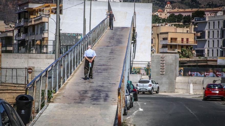 Adif cancela la obra de la nueva pasarela peatonal sobre las vías del AVE en Correntías