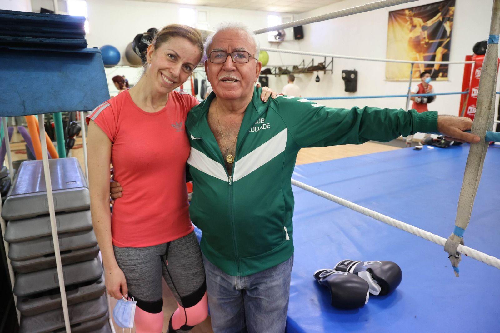 Paco Amoedo y su hija Gena, en el  polideportivoSaudade