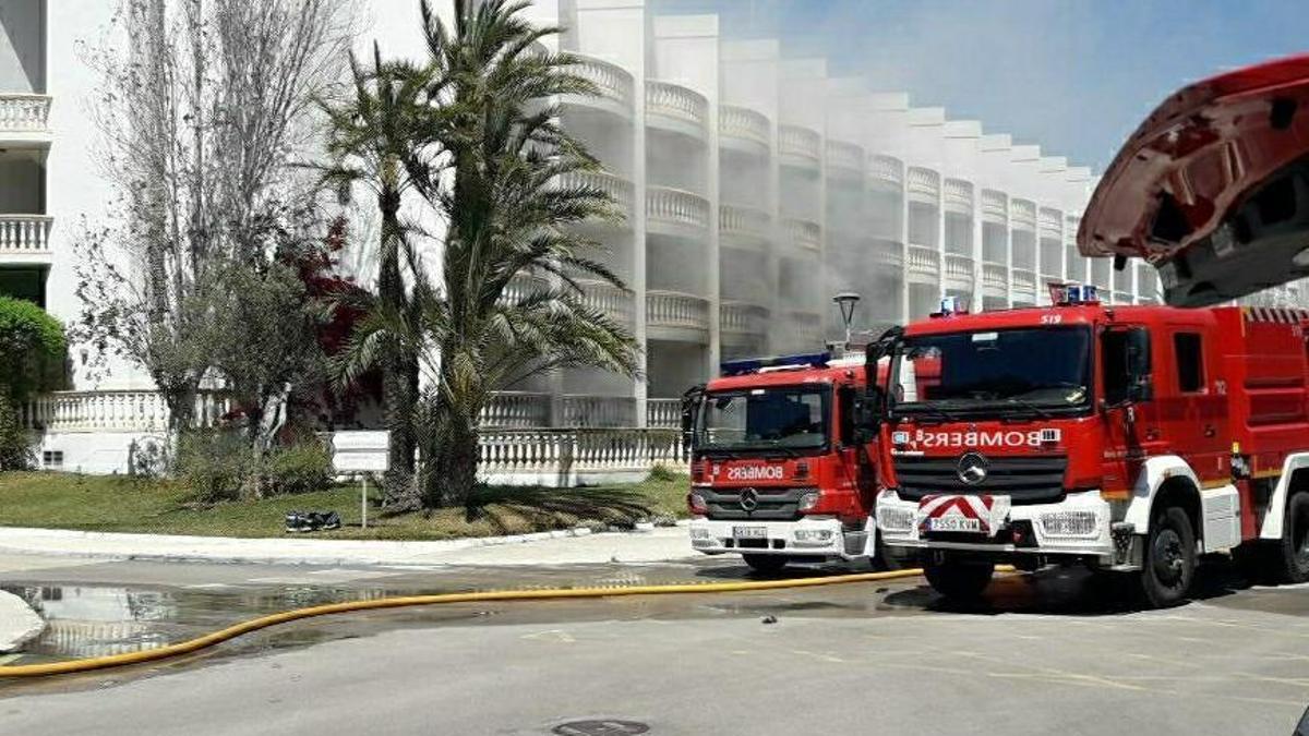 Un hombre resulta herido en un incendio de un hotel de Playa de Muro tras quemarse un cuadro eléctrico