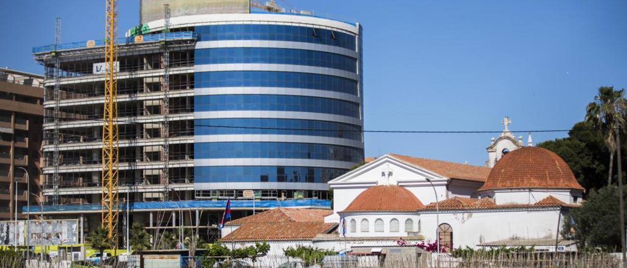 De icono de la burbuja inmobiliaria a apartahotel por 15 millones de euros