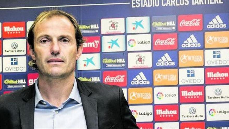 Arnau derrapa con el fondo de armario: la mitad de los fichajes de verano del Oviedo pidieron salir en enero
