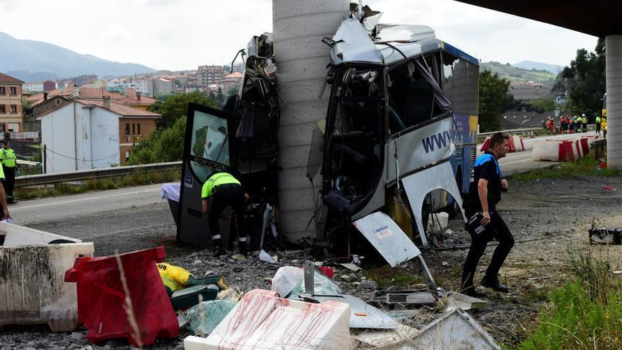 Grave accidente de un autobús en Avilés (Asturias)