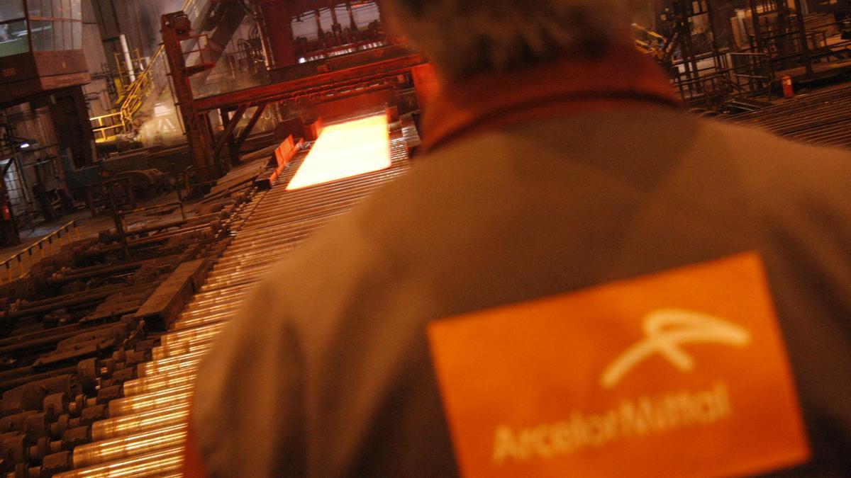 Un trabajador en las instalaciones de Arcelor.