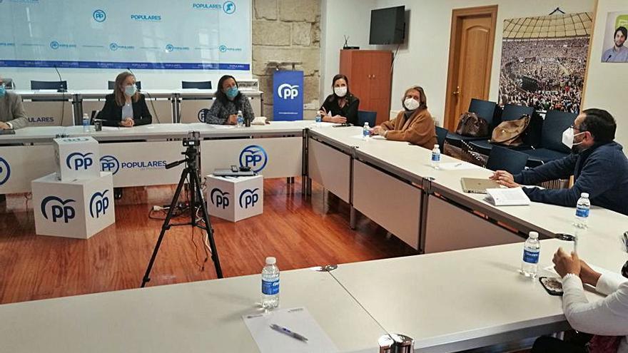 El PP muestra su apoyo a los representantes de los colegios concertados de Pontevedra