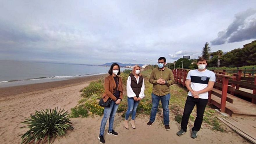 Denuncian tres chiringuitos en zonas naturales emblemáticas de Marbella