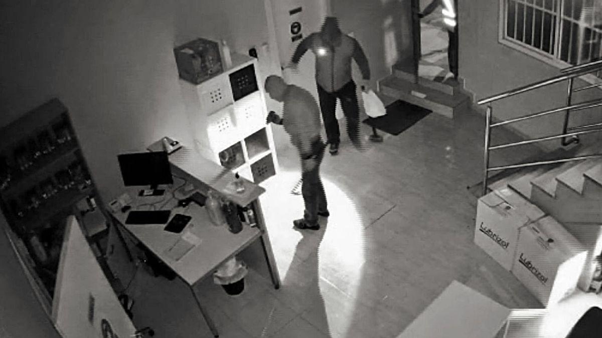 Grabación de los ladrones durante uno de los asaltos esclarecidos.