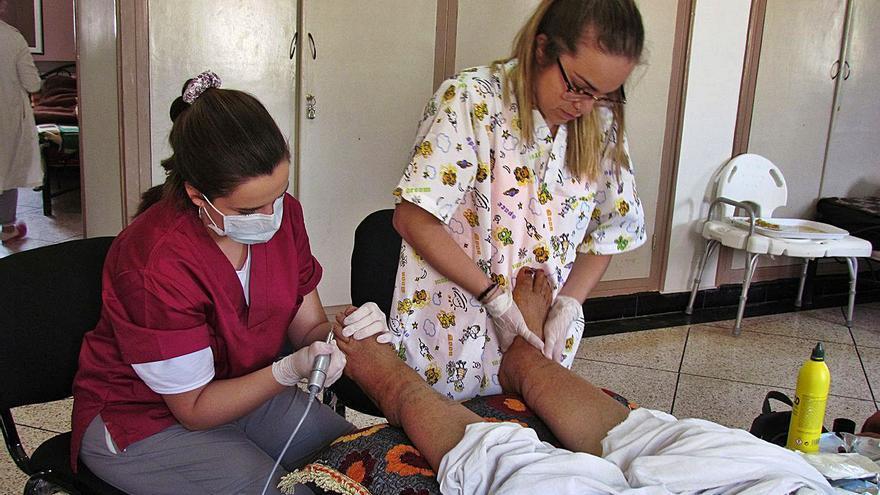 Una podóloga vilagarciana viaja a Marruecos para tratar los pies de los niños