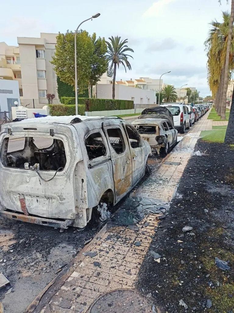 Detienen a un pirómano por tres incendios en coches y contenedores en sa Coma