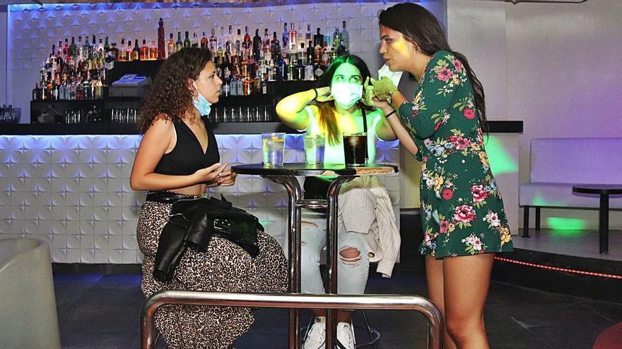 El TSJC autoritza a obrir fins més enllà de mitjanit bars i restaurants