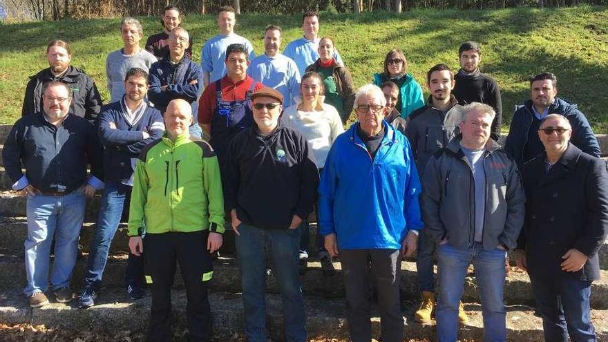 Coirós reúne a más de una veintena de profesionales contra la velutina
