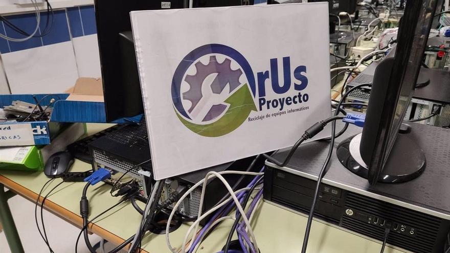 El IES Guadalpín  impulsa un proyecto para ceder dispositivos informáticos a escolares sin recursos