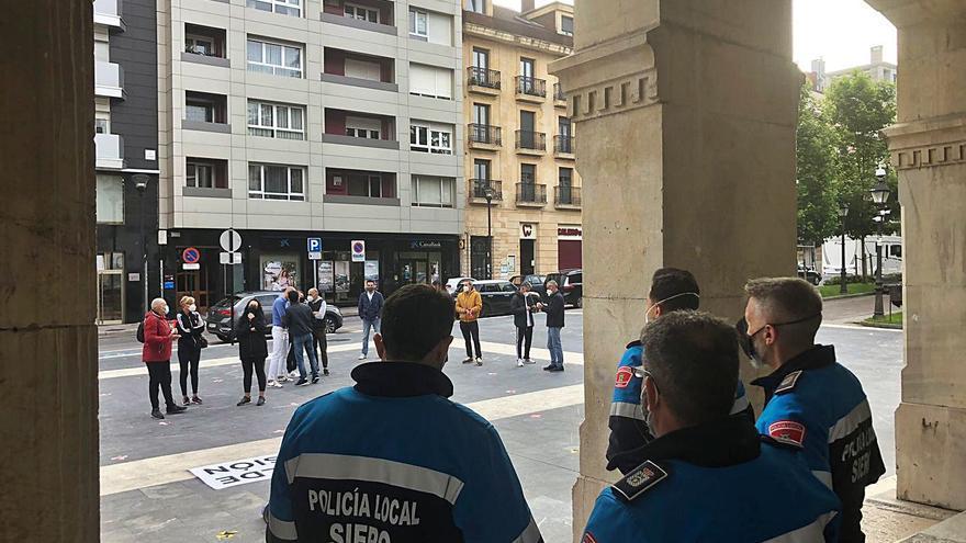 """La Policía Local dice que no tiene efectivos y el Alcalde replica: """"Para venir a pitar no faltan"""""""