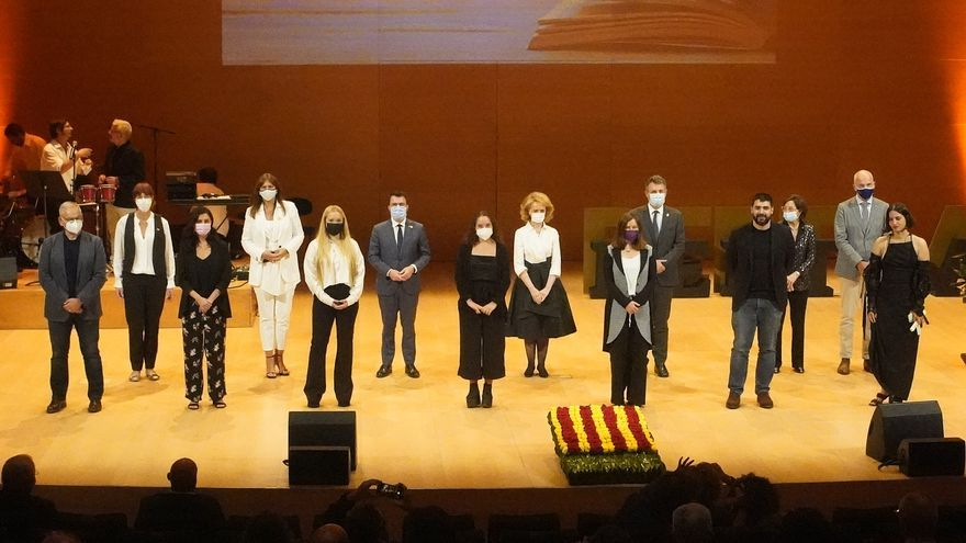 Girona recupera la seva nit literària, que bat rècords històrics de participació