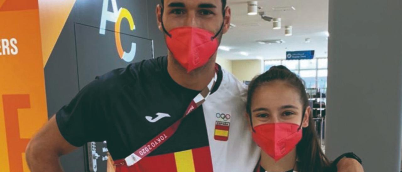 El atleta palmero Samuel García, con la medallista en taekwondo Adriana Cerezo.