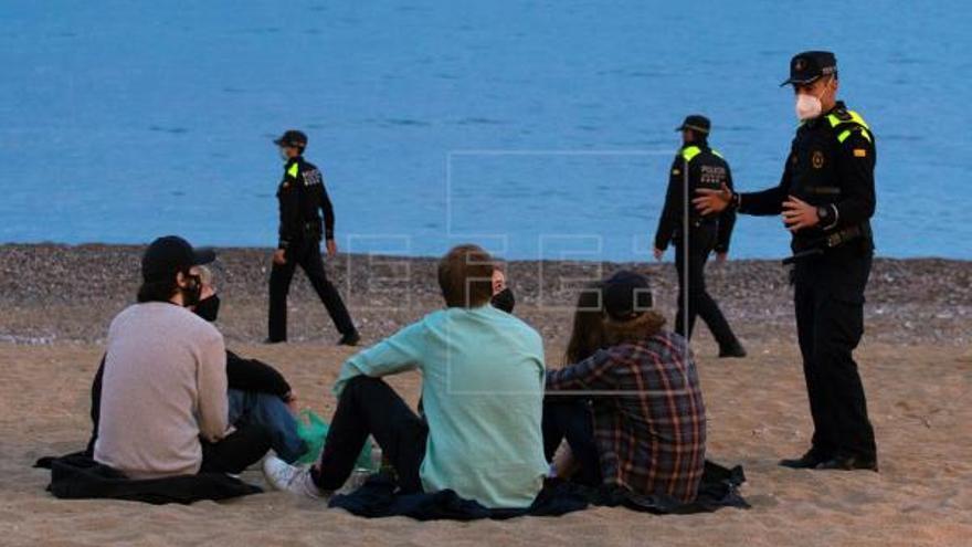 La Guardia Urbana de Barcelona desaloja a 7.180 personas de playas y Born