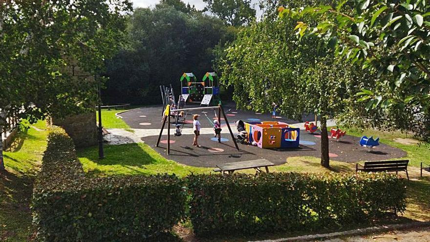El Gobierno local prevé instalar una cubierta en el parque junto al centro cívico