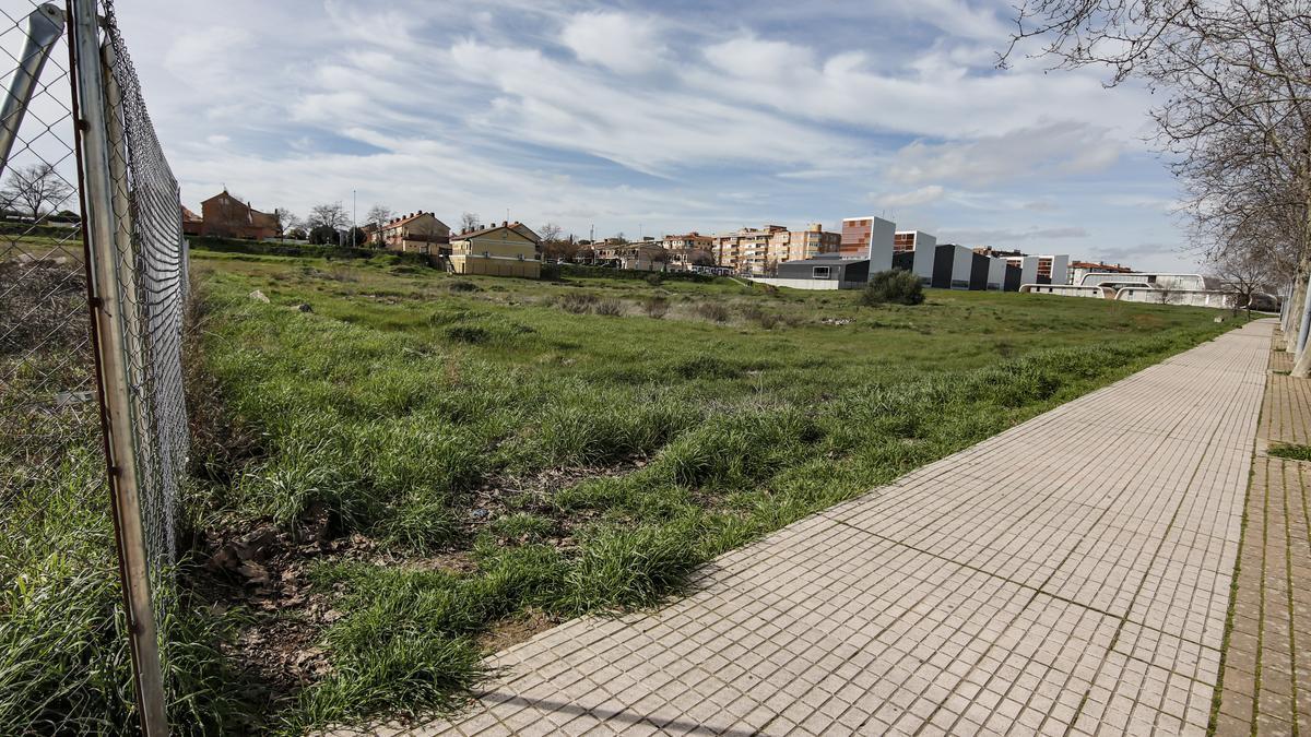 Parcela entre Nuevo Cáceres y Casa Plata en la que se propuso la ubicación del Paideuterion.