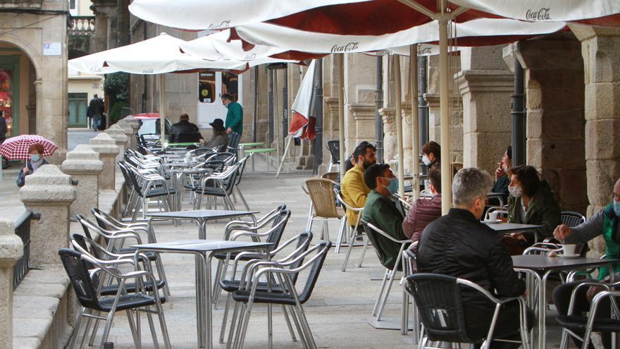 Galicia reabre el viernes toda la hostelería y permite reuniones de no convivientes