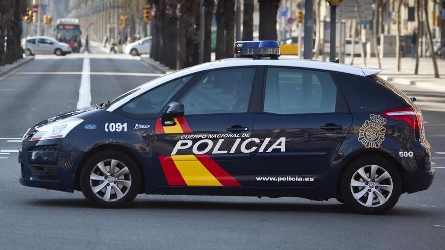Detenido por intentar sacar 18.000 euros de un banco en València con el DNI de otro