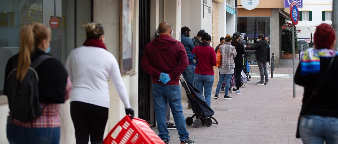 Recogida de alimentos en la sede de Cáritas en Ibiza. Vicent Marí