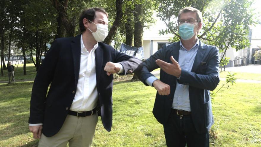 Mañueco y Feijóo en un acto de campaña.