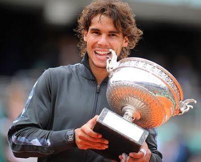 El tenista mallorquín Rafa Nadal ha conquistado este domingo su decimotercer título de Roland Garros al destrozar en la final a Novak Djokovic, sumando 20 Grand Slams en su carrera.