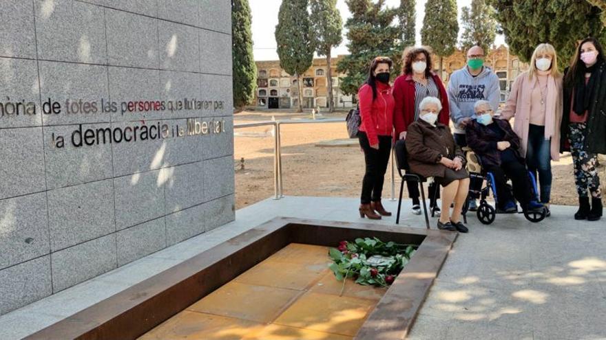 Silla estrena su monumento funerario a los represaliados con los restos de un vecino fusilado