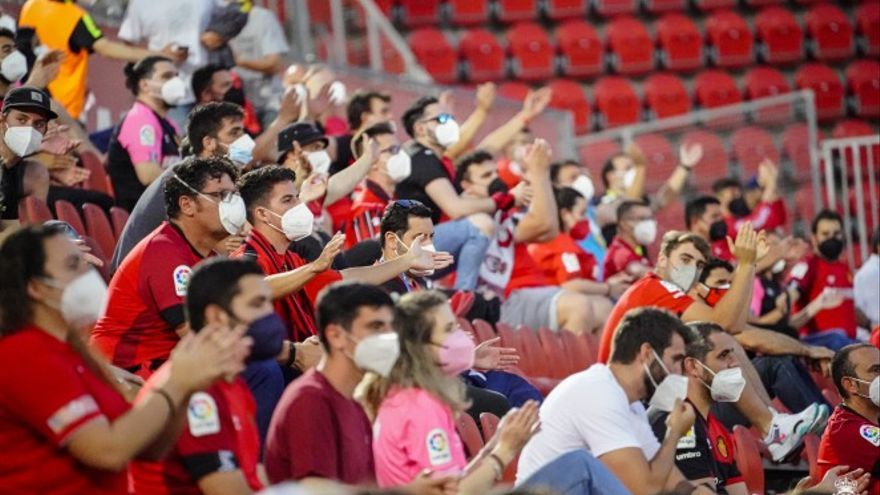 Indignación entre el mallorquinismo por las restricciones del Govern en el Ciutat de Palma