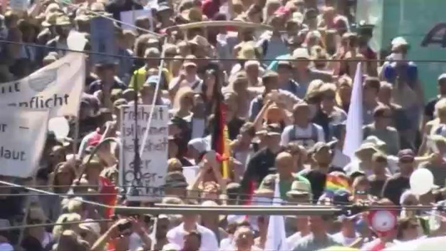 Miles de personas marchan en Berlín contra las restricciones en pleno repunte de contagios