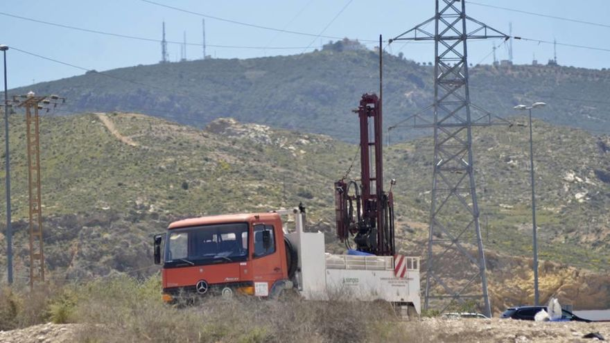 Ercros hace catas geológicas en la zona radiactiva de El Hondón