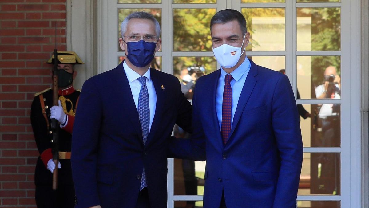 Jens Stoltenberg y Pedro Sánchez.