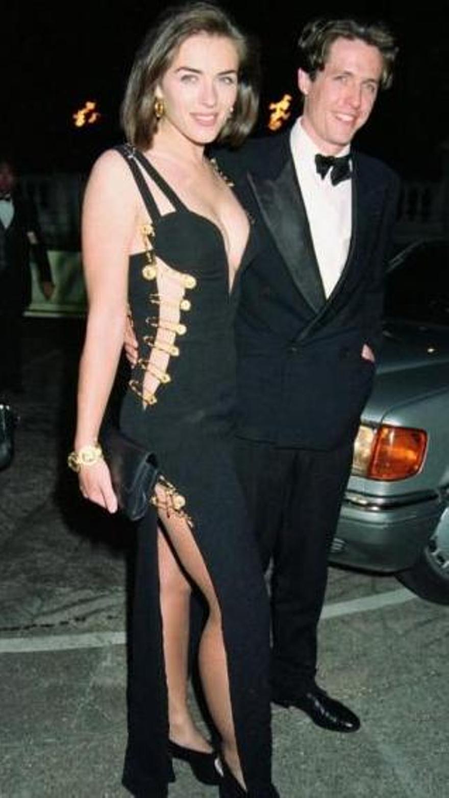 """Liz Hurley bautizó para la posteridad a este modelo de Versace como """"That Dress"""""""